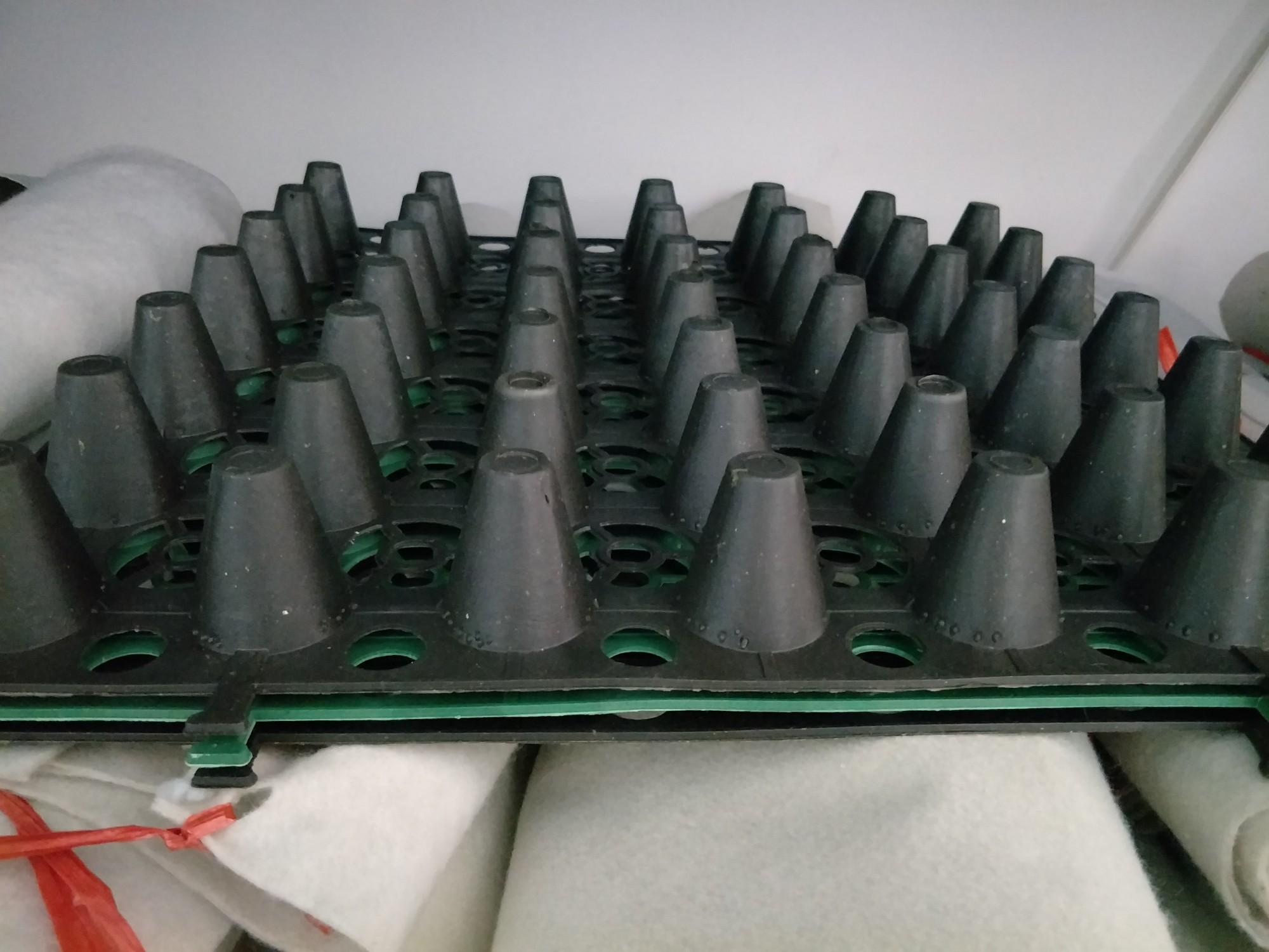 4.0蓄排水板500mmX500mm